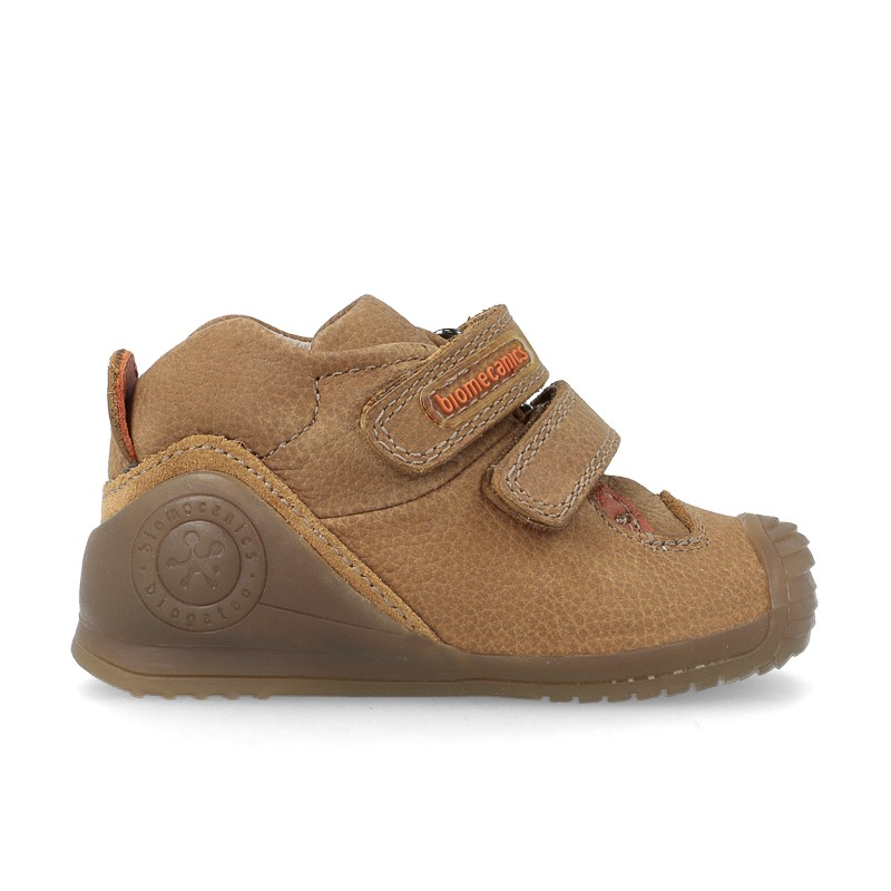 Sneakers for baby Carlos
